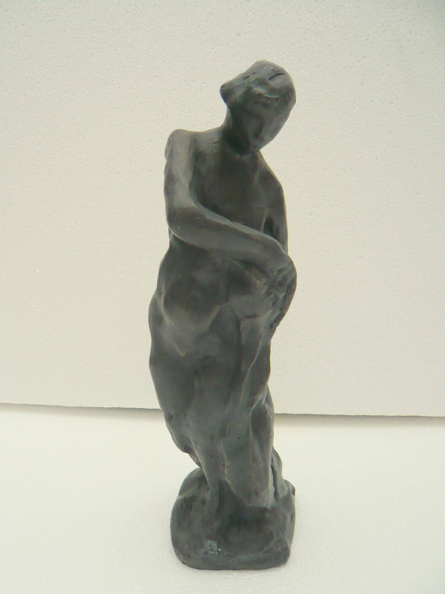 Woman turning to her left